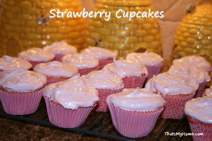 Strawberry Fluffy Frosting recipe