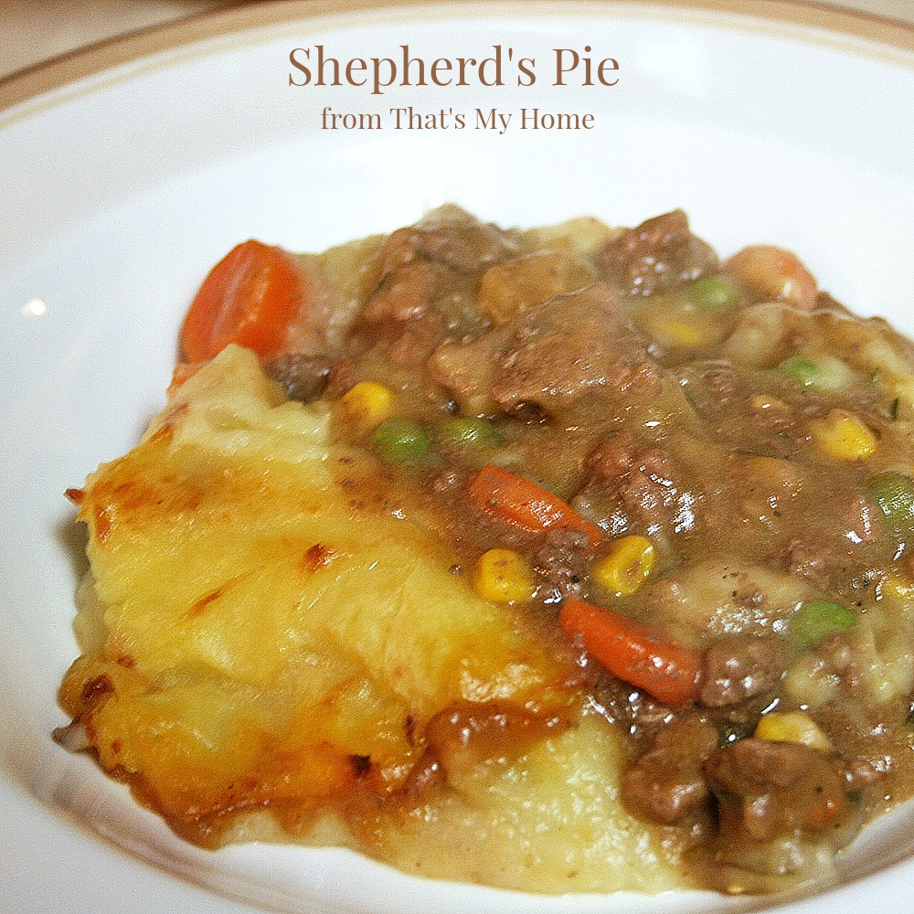 Shepherd's Pie is ground beef with carrots, peas, corn and onions ...