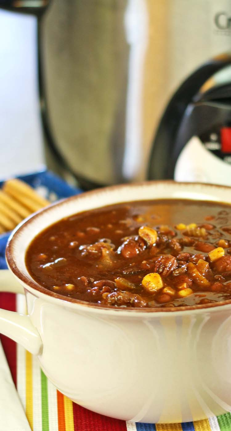 Feb 15, · The flavor of the chili is rich and robust and the texture of the beef is so tender, basically perfect and the way the ground beef in chili should be. Six /5().
