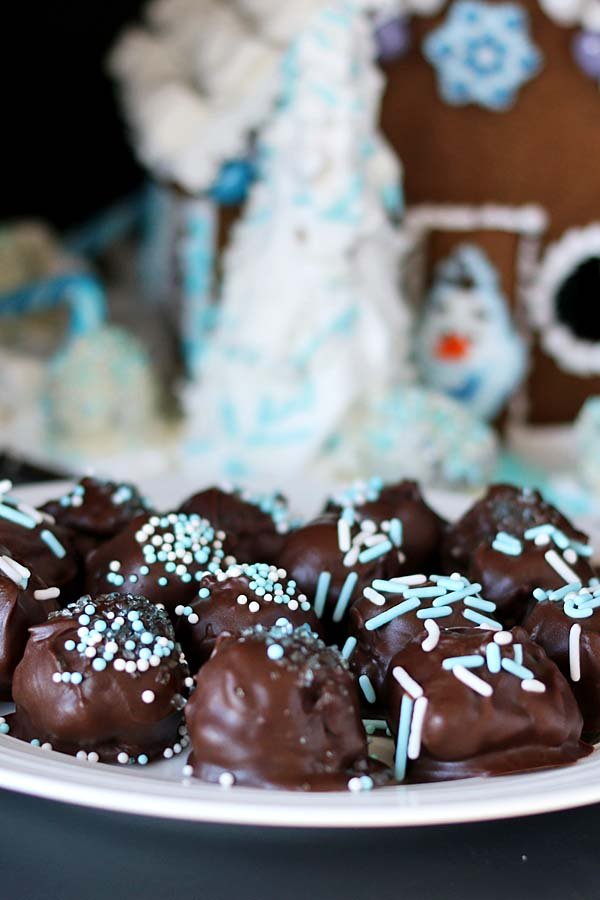 Oreo Cookie Balls Frozen Gingerbread House Recipes Food