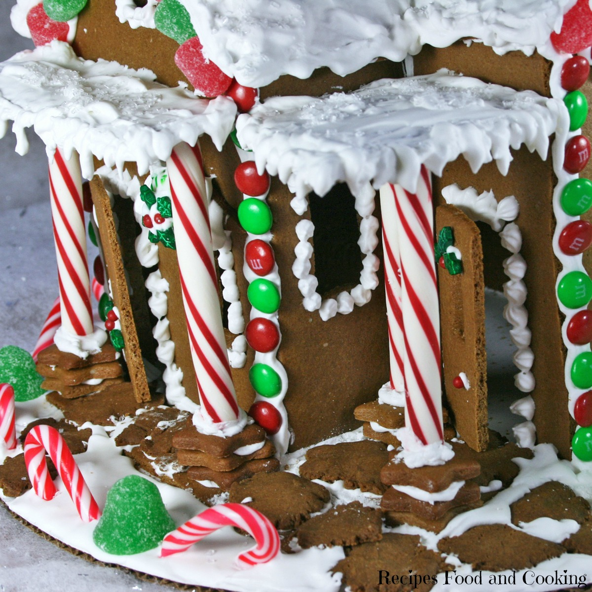 Christmas Gingerbread Farmhouse